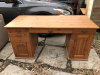 Awesome desk with glass top. Brentwood, 20722