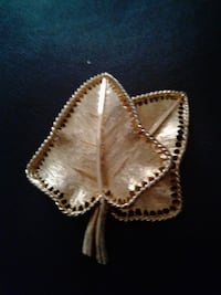 Gold tone double leaf Broach LASVEGAS