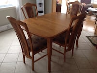 Rectangular brown wooden table with four chairs dining set Saint-Paul-de-l'Île-aux-Noix, J0J