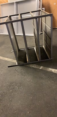 4 tear metal table Vancouver, V6R 2B1