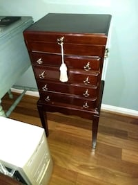 Beautiful cherry jewelry chest Woodbridge, 22192