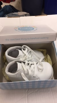 New in box Stride rite  baby shoes. Great baby gift! 780 km