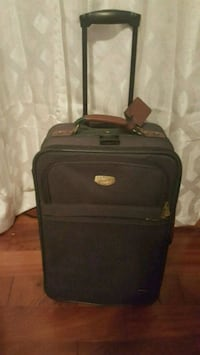 Carry on suitcase w handle & wheels Centereach