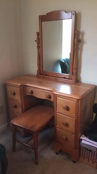 Maple Vanity with matching bench Ann Arbor, 48108