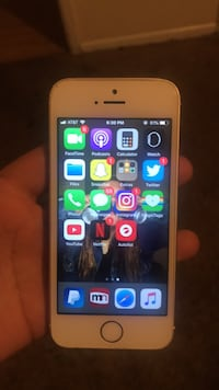 Iphone 5 minor scratches ( works brand new )  Bakersfield, 93309