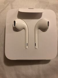 Apple Headphones and Adapter  Moreno Valley, 92551
