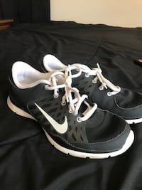 pair of black-and-white Nike running shoes Barstow, 92311