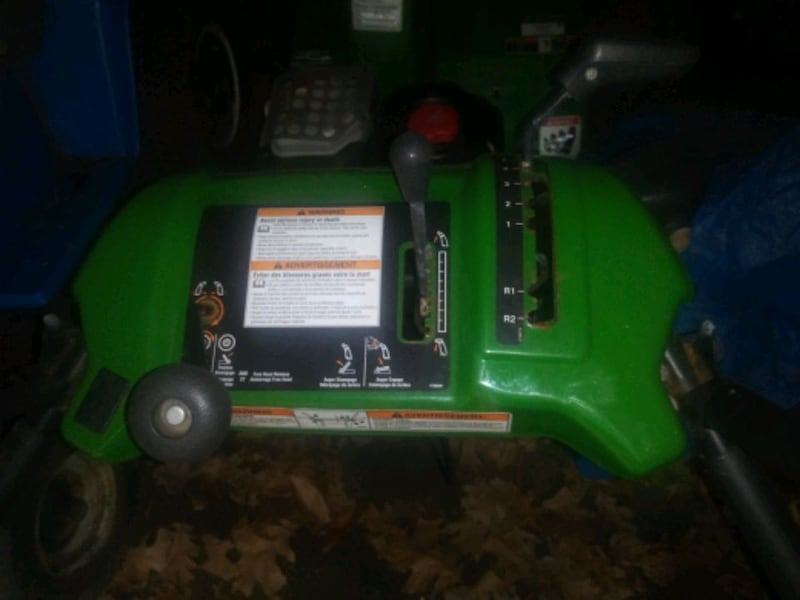 snow blower with electric start. 90fa1161-cbdb-4d56-b8f5-d58fff5a66ab