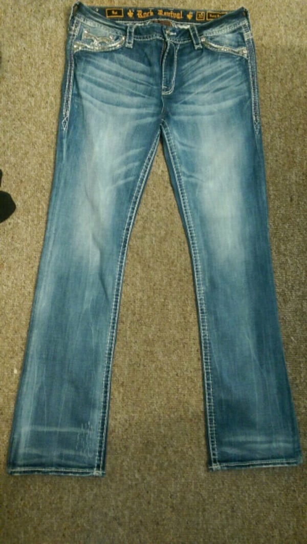 Only worn a handful of times.  size 32. Long f23af9fb-f9b4-46a6-93b9-029ebb73589f