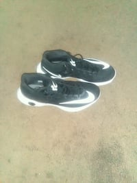pair of black-and-white Nike sneakers Detroit, 48204