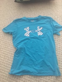 blue and white Under Armour crew-neck t-shirt
