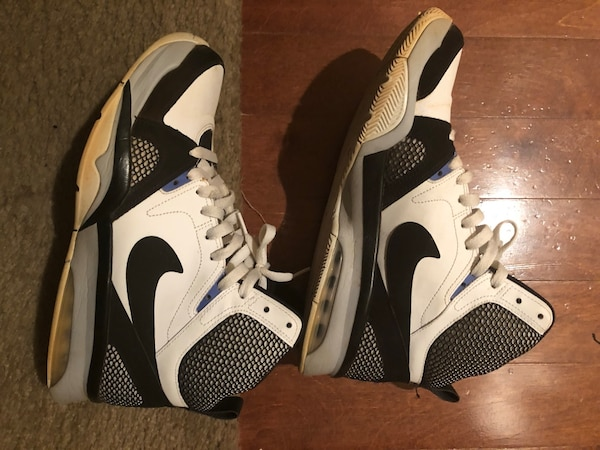 4c388783dc7f Used pair of white-and-black Nike basketball shoes for sale in Marietta -  letgo