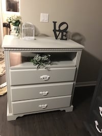 Gorgeous dresser or change table, upscaled w/Fusion light gray.Deliver