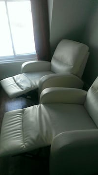 Fauteuil blanc inclinable .