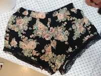 Cute floral summer shorts Size Large
