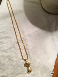 10 yellow gold chain and pendent
