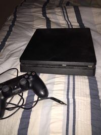 PS4, Monitor, Controller and 2 call of duty's London, N5V
