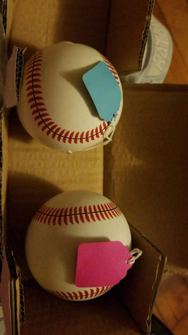 Gender reveal baseballs 9b53c5d7-7fe4-4522-baef-ab184f790f0c