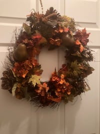 red and brown floral wreath Central, 70770
