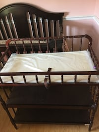 Wooden baby crib. Excellent shape. Price to sell.  Diapers changer extra   Clayton, 19938