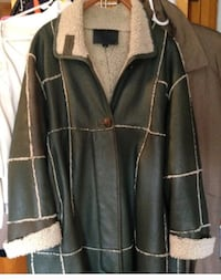 Green full lengthen leather Cost 100% wool lined from New Zealand size Medium but runs big Philadelphia, 19135