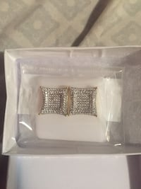 Selling 18k diamond ear ring got it from qs jewelry  Toronto, M4X 1K5