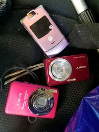 2 cameras flip phone and ipod for sale! Oakville, L6H 1M4