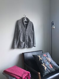 Abercrombie and Fitch shawl cardigan Toronto, M5S
