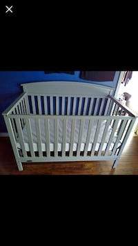 Graco 5 in 1 convertible crib. Almost new in a pet and smoke free home. Chevy Chase, 20815