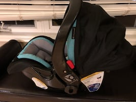 Babytrend Infant Car Seat with Base
