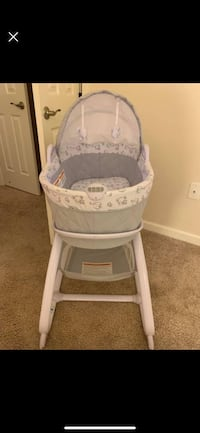 baby's white and gray bassinet 24 km