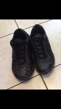 Nikes adults size 7 $25 Mississauga, L5W