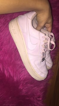 Pair of white nike air force 1 low shoes Berkeley, 63134
