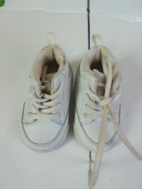 Faded glory white walking shoes sz. 1 399 mi