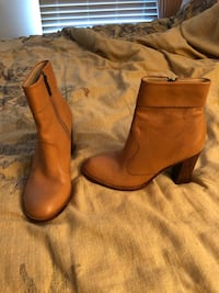 Short boots camel color. Springfield, 22153