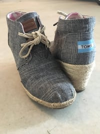 Used Size 7 Tom's shoes  Anmore, V3H