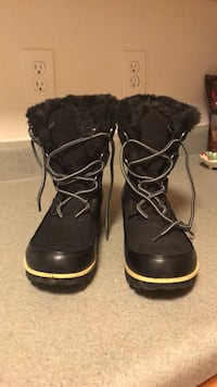 Pair of black leather boots Raleigh, 27606