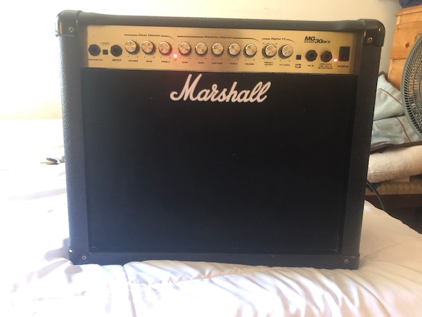 Marshall 30W 1x10 Guitar combo amp with footswitch f77881c0-4965-4546-b9ca-5f625b1ce279