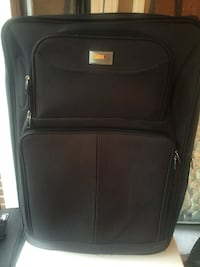 In great condition luggage.  Mississauga, L5J 4E6