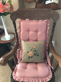 Beautiful Accent Pillow with Roses  Gainesville, 20155