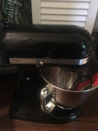 Black and gray kitchenaid stand mixer Worcester, 01605