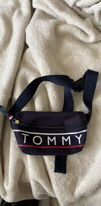TOMMY HILFIGURE fanny pack Cambridge, N1P 1A7