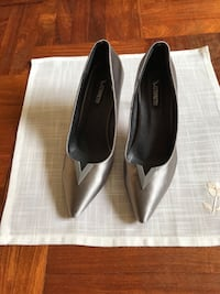 Pair of greyish pointed-toe pumps Bishan, 570180