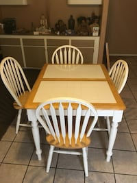 Table and chairs. Good condition  Las Vegas, 89183