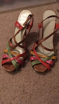 pair of brown leather open-toe strappy heels 584 mi