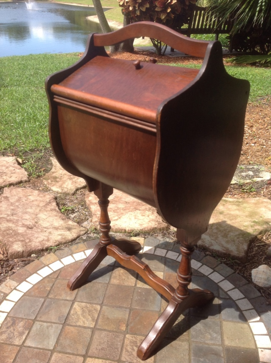 Brown Wooden Slant Top Trestle Furniture In Delray Beach Letgo