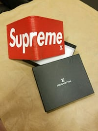 Supreme leather wallet with box 3750 km