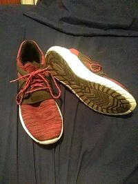 pair of maroon-and-white Nike running shoes size 9 Troy, 12182