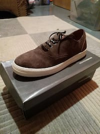 unpaired brown suede low-top sneaker with box
