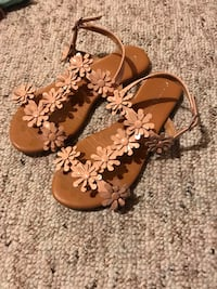 Girls size 3 nude sandals